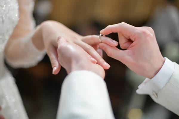【挙式の注目シーン♡】結婚指輪交換のコツ